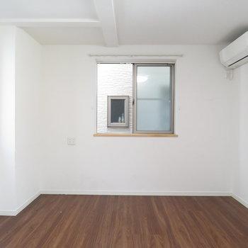 1階のお部屋:エアコンも窓もあり◎