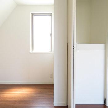 2階の7帖のお部屋:収納と奥のスペースチェック