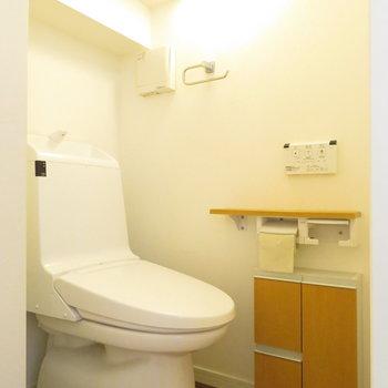 1階のトイレは少し狭いかな