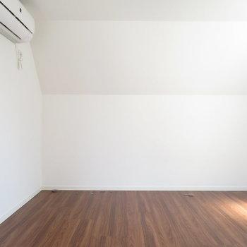 2階の7帖のお部屋:エアコンもあり◎
