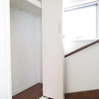 階段付近にも収納が◎