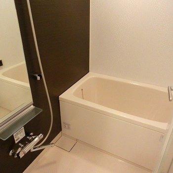 追い焚き、浴室乾燥機能付です。※写真は前回募集時のものです
