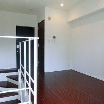 2階にも玄関があります。※写真は前回募集時のものです