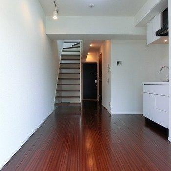 階段下にも収納できそうです。※写真は前回募集時のものです