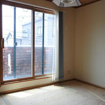 こちらは5.5畳の和室です。ほっこり。