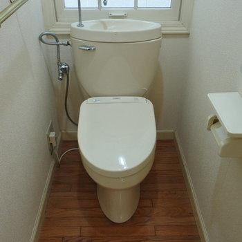 2階のトイレはシンプルです。