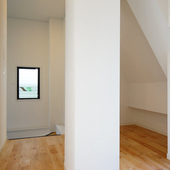 2階の廊下にトイレもあります!