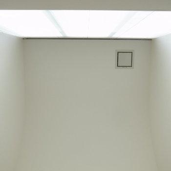 下から見上げた図。※写真は反転のお部屋です