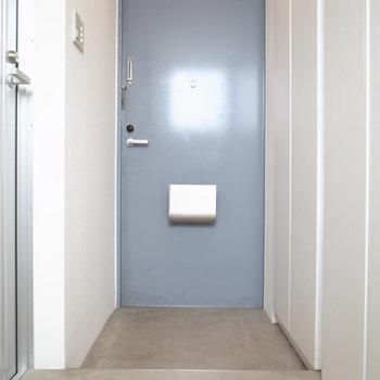 青いドア※写真は反転のお部屋です