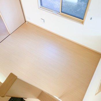 【洋室】ロフトからの景色です。上り降りするときは気をつけて...!