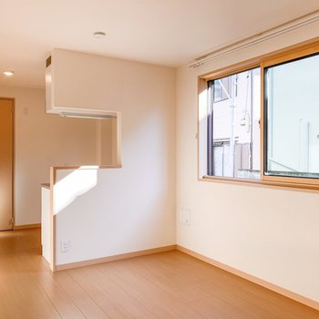 【DK】DKにも窓があり、優しい光が差し込みます。