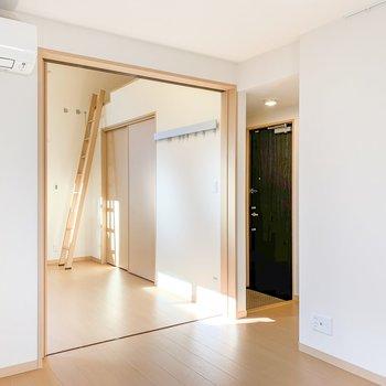 【DK】隣の洋室とは引き戸でつながっています。