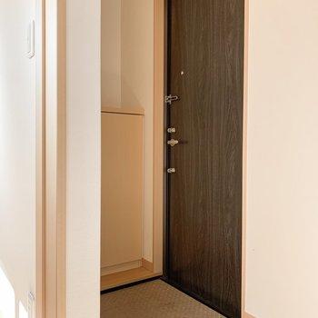 玄関はちょっぴりコンパクトです。