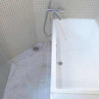 お風呂のタイルもかわいすぎます