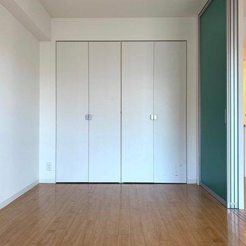 寝室にちょうどいい広さです。(※写真は7階の同間取り別部屋のものです)