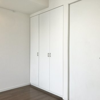 クローゼットは扉が2つ。