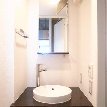 こちら洗面所。収納は下かな