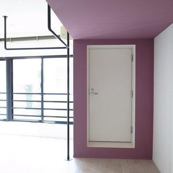 この扉なんだろう、、?