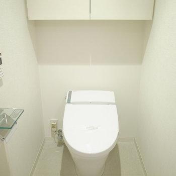 水回りスペースに入って右手にトイレ。仕切りはないです。
