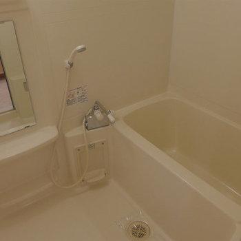 広々とした浴室で、日々の疲れを癒してください!(※写真は12階の同間取り別部屋のものです)