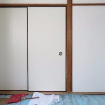 扉の奥は6.5帖の部屋