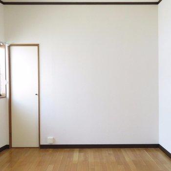 奥の部屋。戸の奥は収納じゃなく設備入ってます