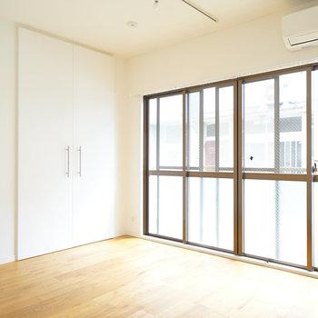 洋室ももちろん明るい空間♪※写真は前回募集時のもの