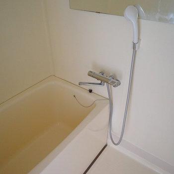お風呂はシンプルに。※写真は通電前、前回募集時のもの