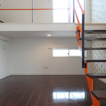 階段下にもスペースあり