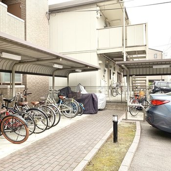 駐輪場もゆったりスペース。