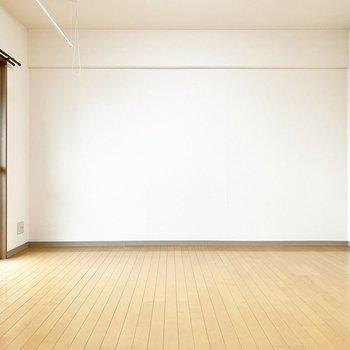 幅が広めのLDKです※写真は4階の同間取り別部屋、清掃前のものです
