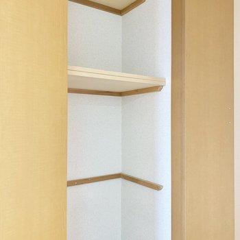 廊下にも収納※写真は4階の同間取り別部屋、清掃前のものです
