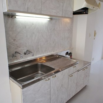 キッチンはお好きなガスコンロを設置ください※写真は前回募集時