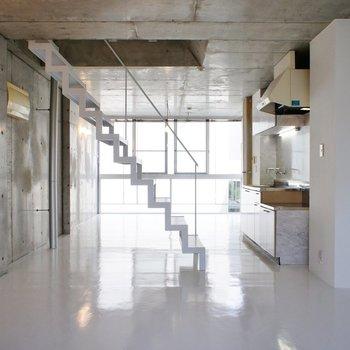 この階段、きれいですよねー。※写真は前回募集時