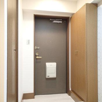 ゆったりめの玄関。部屋までにワンクッションあるのもいいですね。