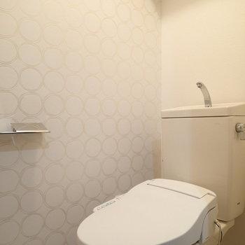 トイレはこちら。便座は新品ですよ。