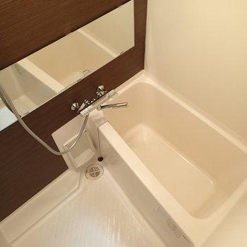 浴室も横長の鏡がいいですね。
