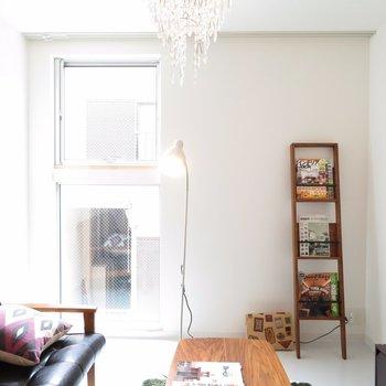 【2階】窓は縦長なんです※写真は前回募集時のものです