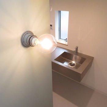 ライトもシンプルなオシャレさ※写真は前回募集時のものです
