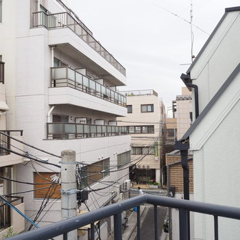 駅から近く、住宅が密集しています※写真は前回募集時のものです
