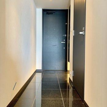 廊下も広めです※写真は12階の同間取り別部屋のものです