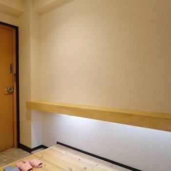ベンチの下にライトが!※写真は303号室