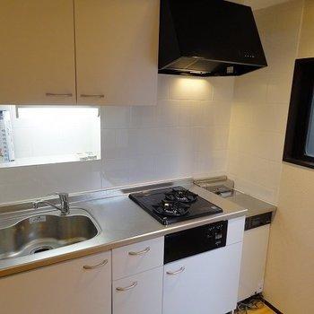 キッチンにも窓があります※写真は303号室