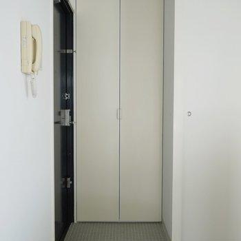 玄関は少し狭いです※写真は、前回撮影時のもの
