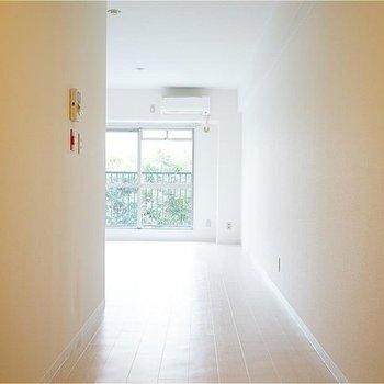 廊下がとても広い!※写真は705号室