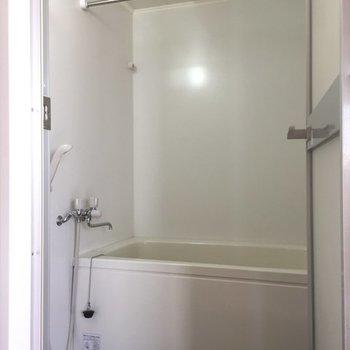 バスルームはきれい!※写真は6階の同間取り別部屋です。
