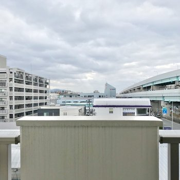 空が広がる景色……!都市高速が近くにあるけど、音はあまり気になりませんよ。