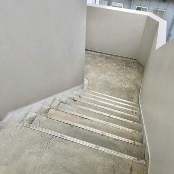 この階段をのぼって4階まで。忘れ物しない習慣が付きそうですね。