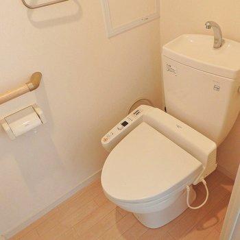 トイレはもちろんウォシュレット。※写真は別部屋