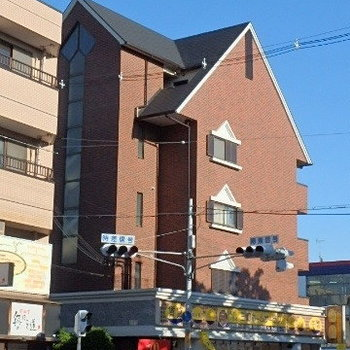 レンガ調の建物。某大手ハウスメーカーが施工なようで、しっかりした建物!